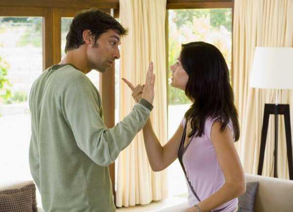 Resultado de imagen para ¿Sales con un hombre paranoico, celoso y controlador? 10 signos para identificarlo