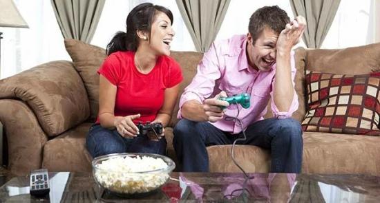 pareja-jugando